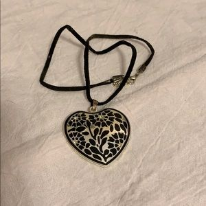 Jewelry - Heart Shaped Embossed Silvery Pendant Necklace!